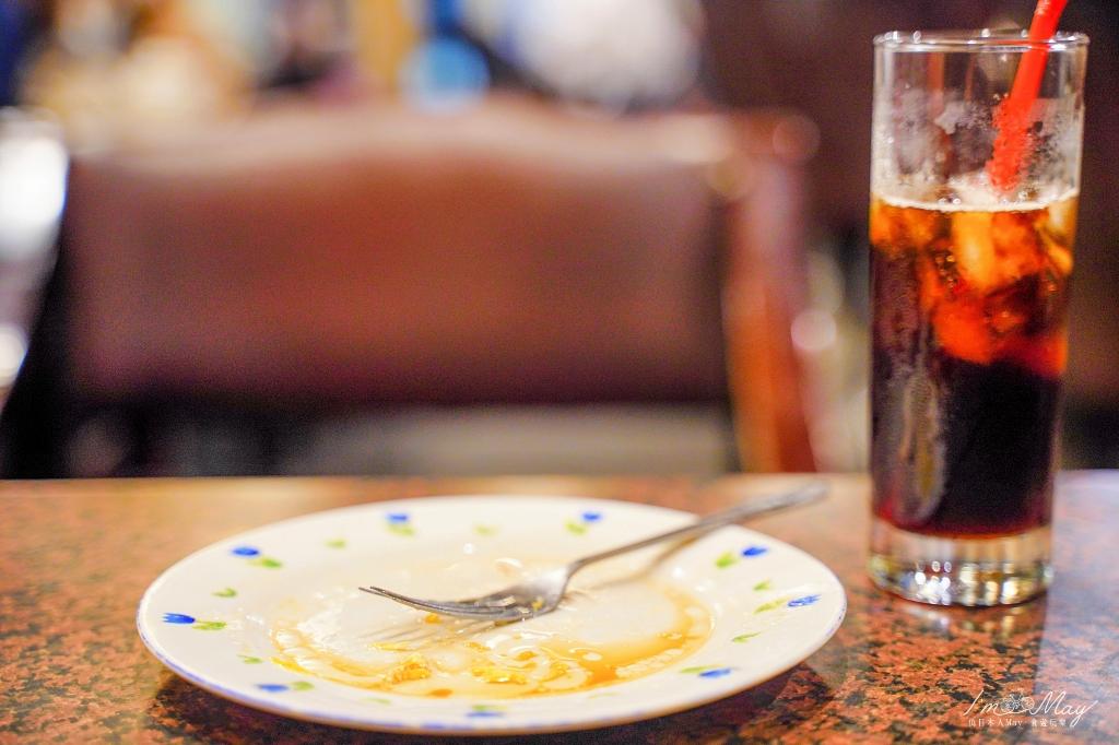 高雄、咖啡   走進歲月滯留的空間、彷彿穿越時光回到八零年代,在「小堤咖啡」裡細細品味人生   點咖啡送早餐、鹽埕最老咖啡店、虹吸式咖啡 @偽日本人May.食遊玩樂