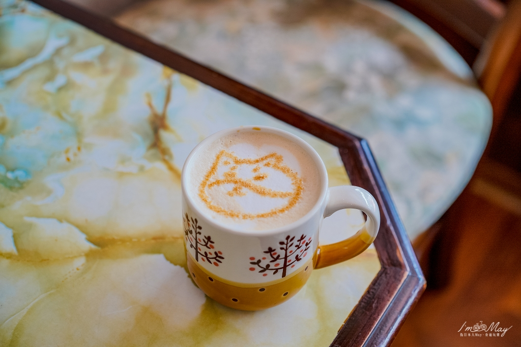 台北、松山 | 走入隱身巷弄裡滿溢懷舊情懷的「喫茶小豆」,就像誤入時空隧道來到昭和時期的喫茶店 | 佐一份紅豆鮮奶油吐司,憶起在日本的旅行日常 @偽日本人May.食遊玩樂