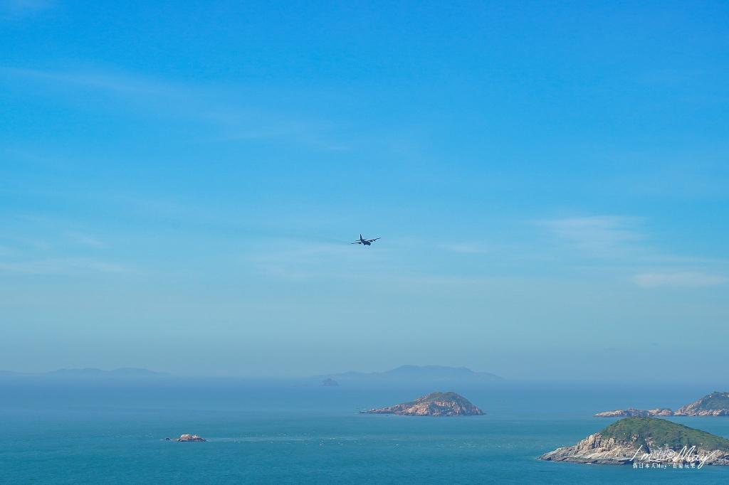 馬祖、北竿 登上馬祖最高點「壁山觀景台」眺望北竿全景與無人小島、一覽山海景致   還能看得到飛機起降北竿機場的瞬間,Plus 日出的攝影記錄 @偽日本人May.食遊玩樂