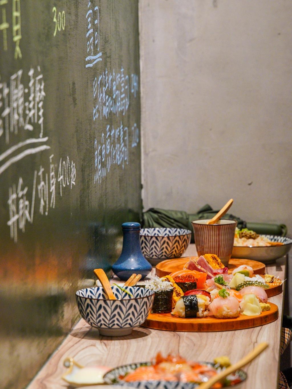 台北、中山   巷弄裡的人氣排隊日式小舖「漁米島·海鮮丼專賣店」,超可愛手毬壽司、任你選的許願達摩海鮮丼飯   還有各種海鮮丼飯,連免費的味噌湯也滿滿漁料 (中山站美食) @偽日本人May.食遊玩樂