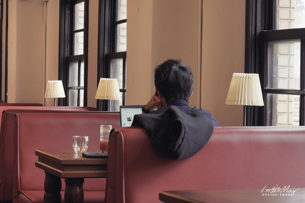 台北、中正 | 在古蹟裡的咖啡館、啜一口香醇的芬芳。中山堂 4f 劇場咖啡 (Le Promenoir Coffee) | 中山堂建築巡禮、西門町必訪復古咖啡店、非假日不限時 @偽日本人May.食遊玩樂