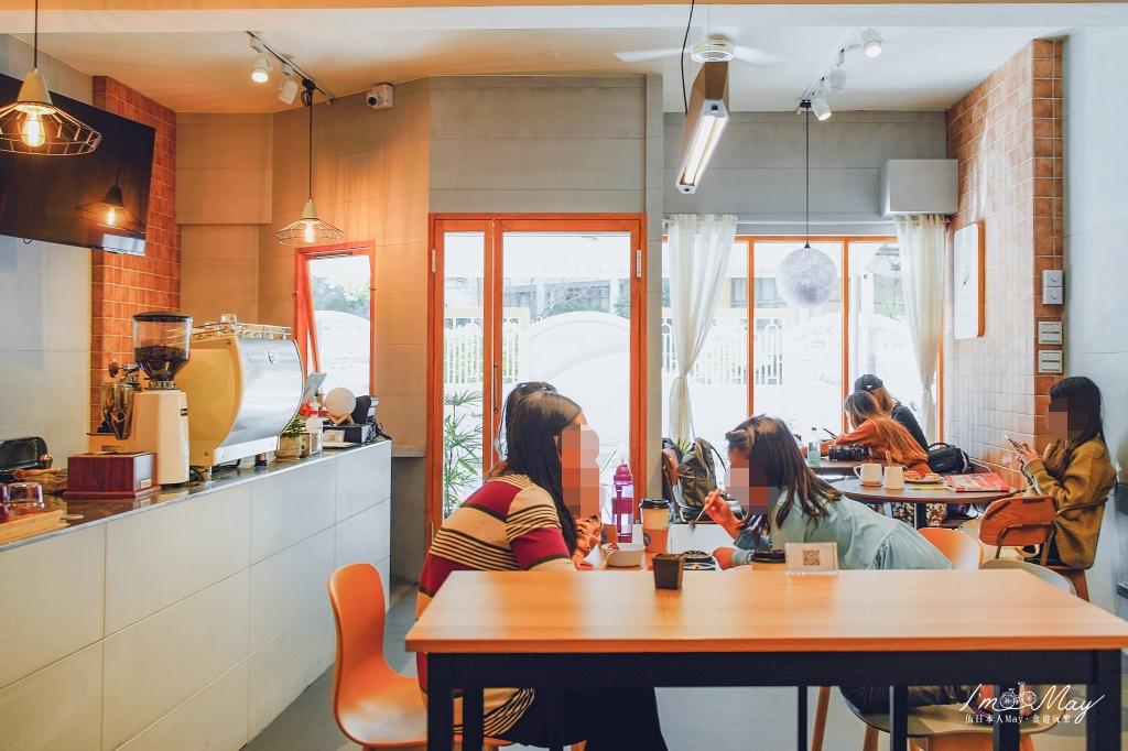 新北、板橋 | 韓系清新文青咖啡店「我在閏月早午餐」|超好吃夢幻莓果法式吐司、純白設計咖啡店、親子餐廳、台北不限時咖啡(平日) @偽日本人May.食遊玩樂