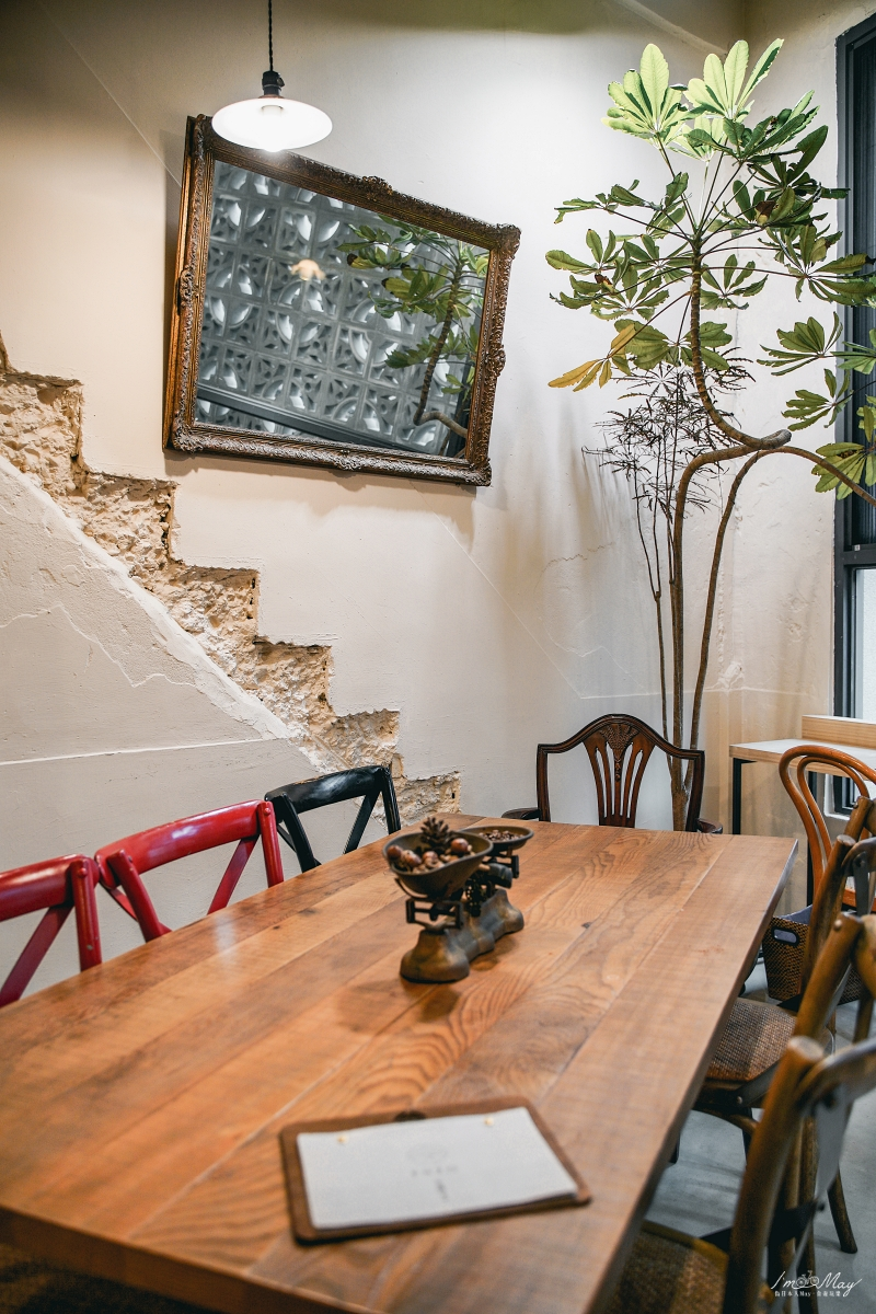 基隆 | 有著復古花磚的老宅新生咖啡店「安樓咖啡 ENZO Cafe」,每一樓都有不同面貌 | 近基隆廟口、賣咖啡甜點還有XO醬麵麵、也提供住宿 @偽日本人May.食遊玩樂