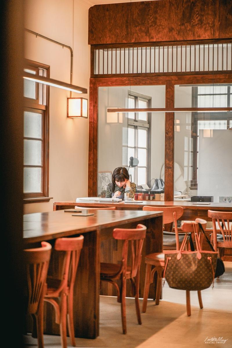 台北、南港 | 多種樣貌的設計場域「玉虫画室 咖啡」,結合咖啡店、畫室、圖書館、水族館集一身的藝文空間 | 適合一個人前往的共享工作室、不限時咖啡店 @偽日本人May.食遊玩樂