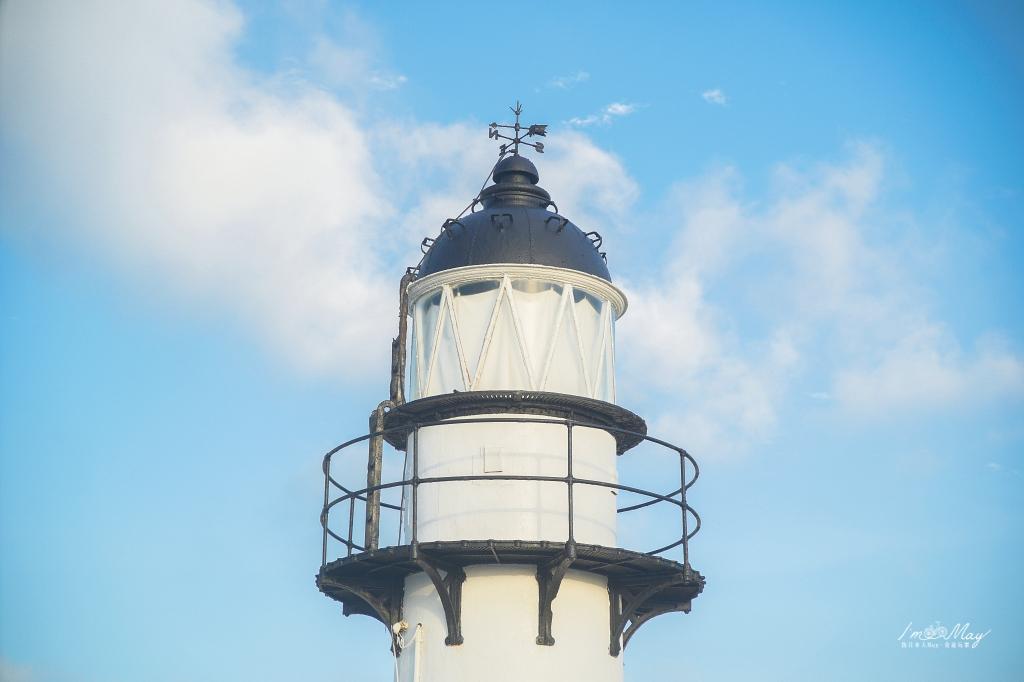 澎湖、西嶼 | 佇立澎湖最西端守護漁船、台灣最古老的燈塔「漁翁島燈塔」 | 純白歐風燈塔好好拍、西嶼燈塔、北環景點 @偽日本人May.食遊玩樂