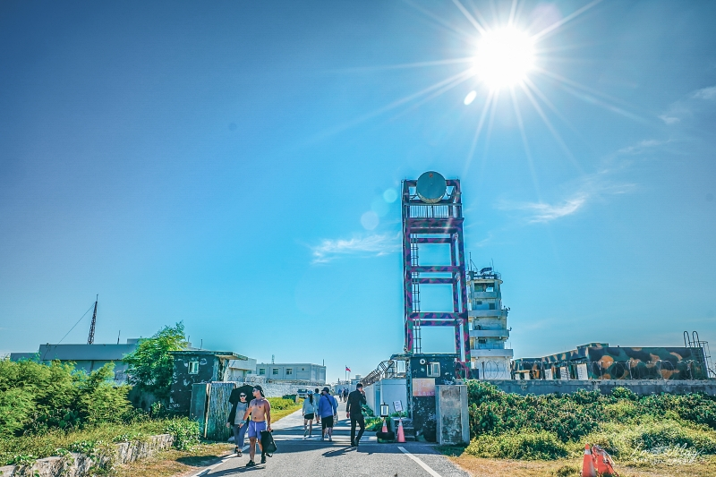 澎湖、西嶼 | 滿溢異國風情、宛如小希臘聖托里尼的漁港絕景「外垵漁港」| 最佳拍攝地點與攝影建議、三仙塔、北環景點、詳細方通方式、澎湖攝影筆記 @偽日本人May.食遊玩樂