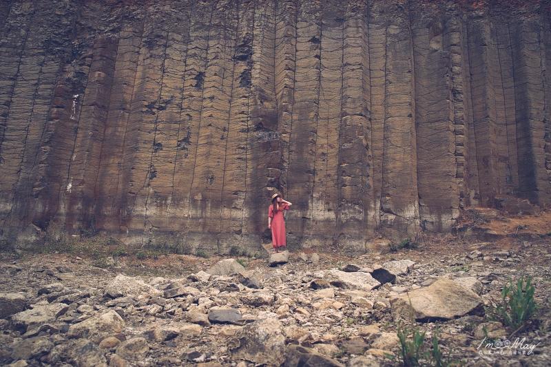 澎湖、西嶼   達人帶路的攝影景點,一窺柱狀玄武岩祕境「三石壁」的真面目   攝影建議、詳細方通方式、澎湖隱藏版IG打卡點、北環景點 @偽日本人May.食遊玩樂