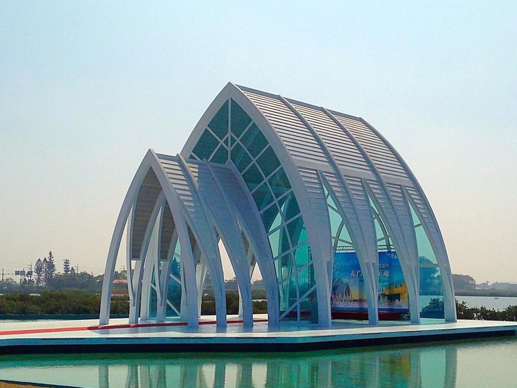 台南、景點 | 超唯美北門白色水晶教堂,浪漫氛圍彷彿置身歐洲真不想離開呢 (北門遊客中心) @偽日本人May.食遊玩樂