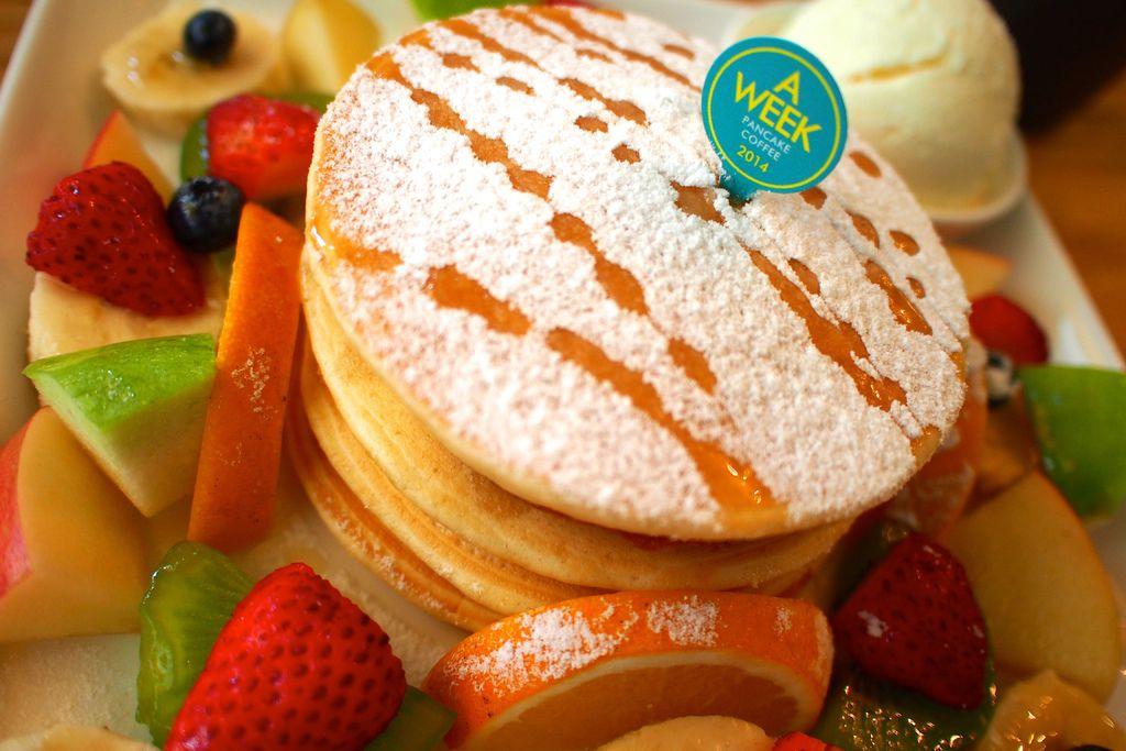 台南、甜點 | A WEEK pancake coffee。色彩繽紛的水果鬆餅喚起心底的少女心~女孩兒們必訪啊!!! @偽日本人May.食遊玩樂