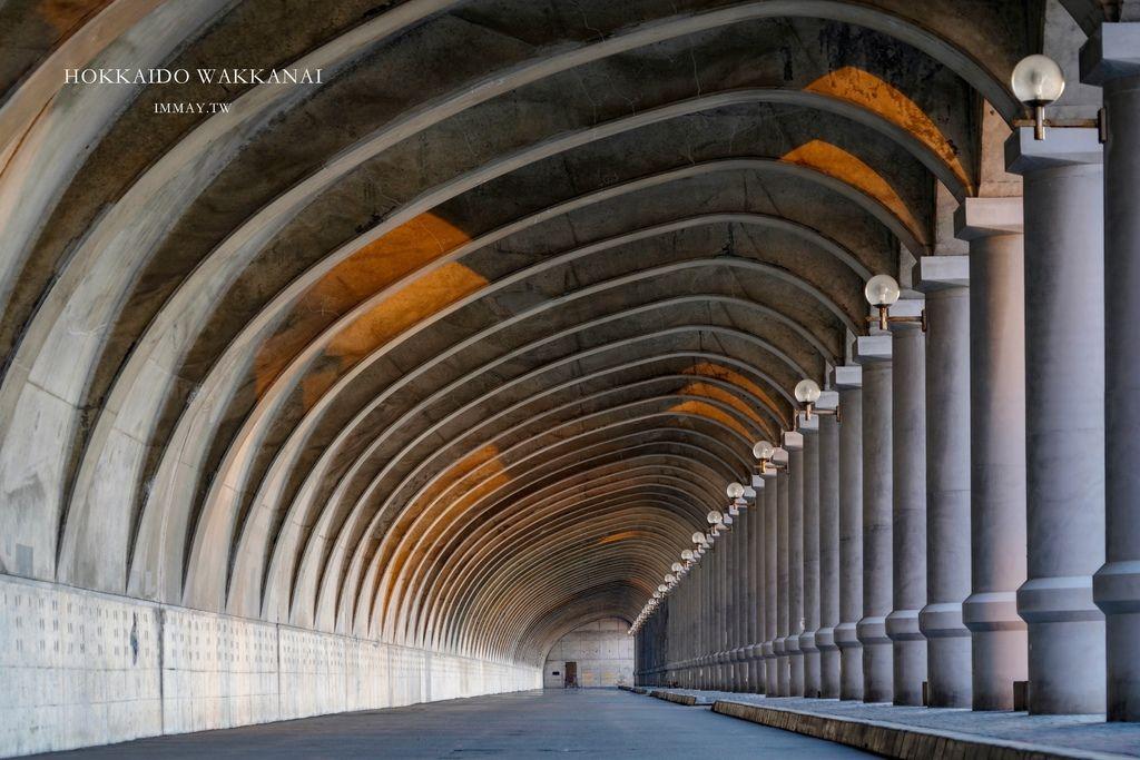 北海道、道北 | 讓人以為一秒到歐洲 ! 哥德式拱門迴廊「稚內港北防波堤」| 守護多風強浪的港口、北海道遺產認定 @偽日本人May.食遊玩樂