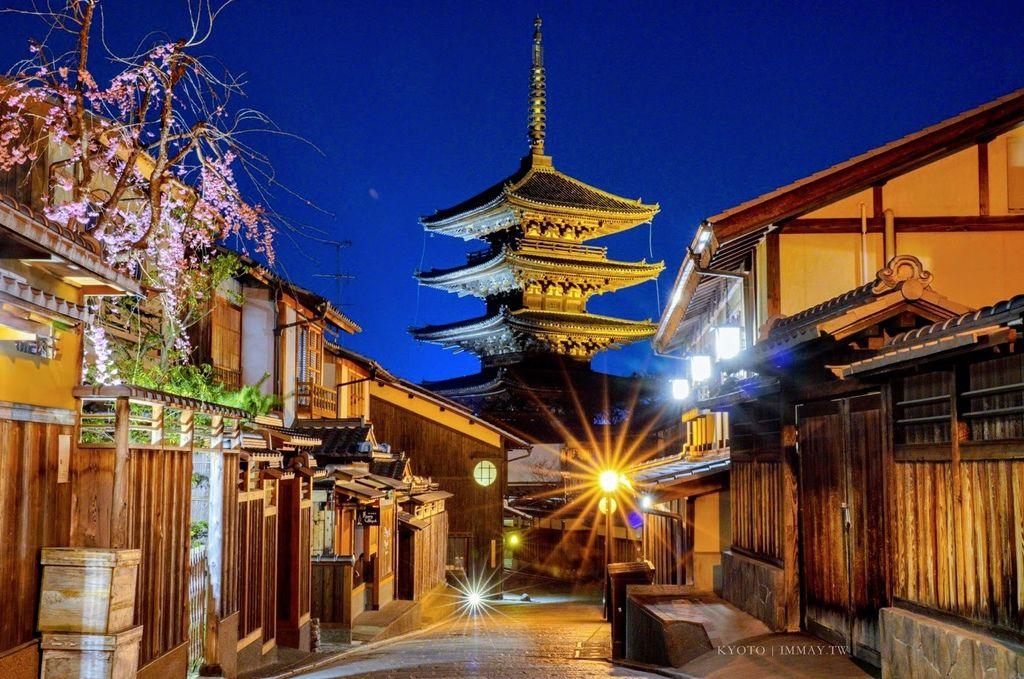 京都散策筆記 | 我眼裡的京都,獨享靜謐氛圍的時光 | 清水寺周邊清晨散步、夜景攝影分享 (茶碗坂、三年坂、二年坂、法觀塔、八坂神社) @偽日本人May.食遊玩樂