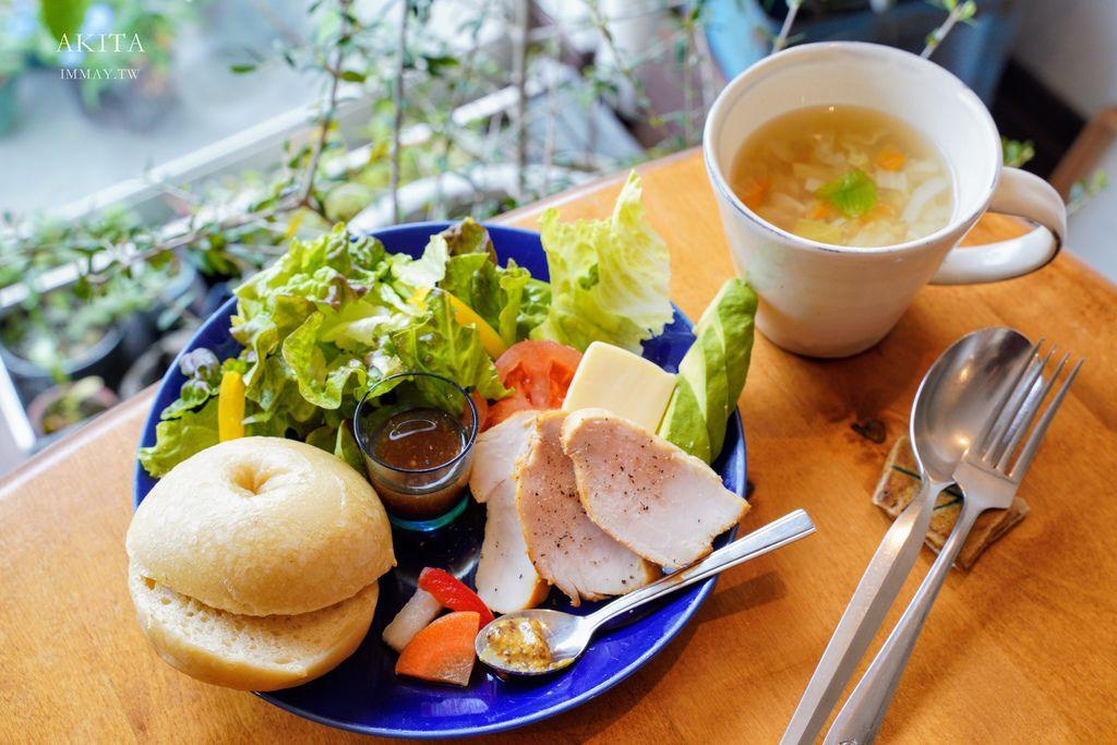 秋田 | 女子一人也能輕鬆自在的小巧咖啡店 ANDANTE | 有著豐富野菜、健康滿點的手工餐點 @偽日本人May.食遊玩樂