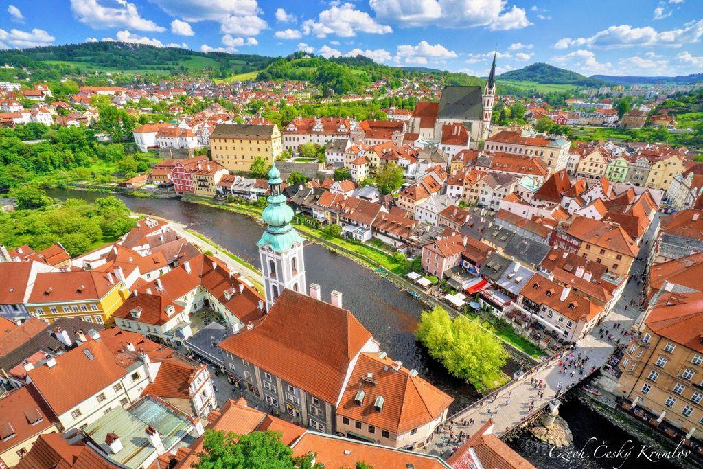 捷克、庫倫洛夫 | 登上著名地標彩繪塔(Castle Tower),俯瞰被蜿蜒伏爾塔瓦河包圍的庫倫洛夫老城區 @偽日本人May.食遊玩樂
