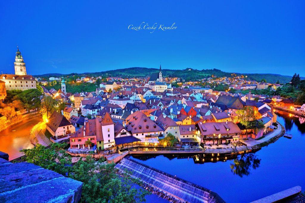 捷克、庫倫洛夫 | 漫步童話故事小鎮Český Krumlov、登上城堡感受日與夜的魅力 | 俯瞰CK小鎮的絕佳攝影角度、夜景拍攝攻略 (附地圖位置座標、圖多) @偽日本人May.食遊玩樂