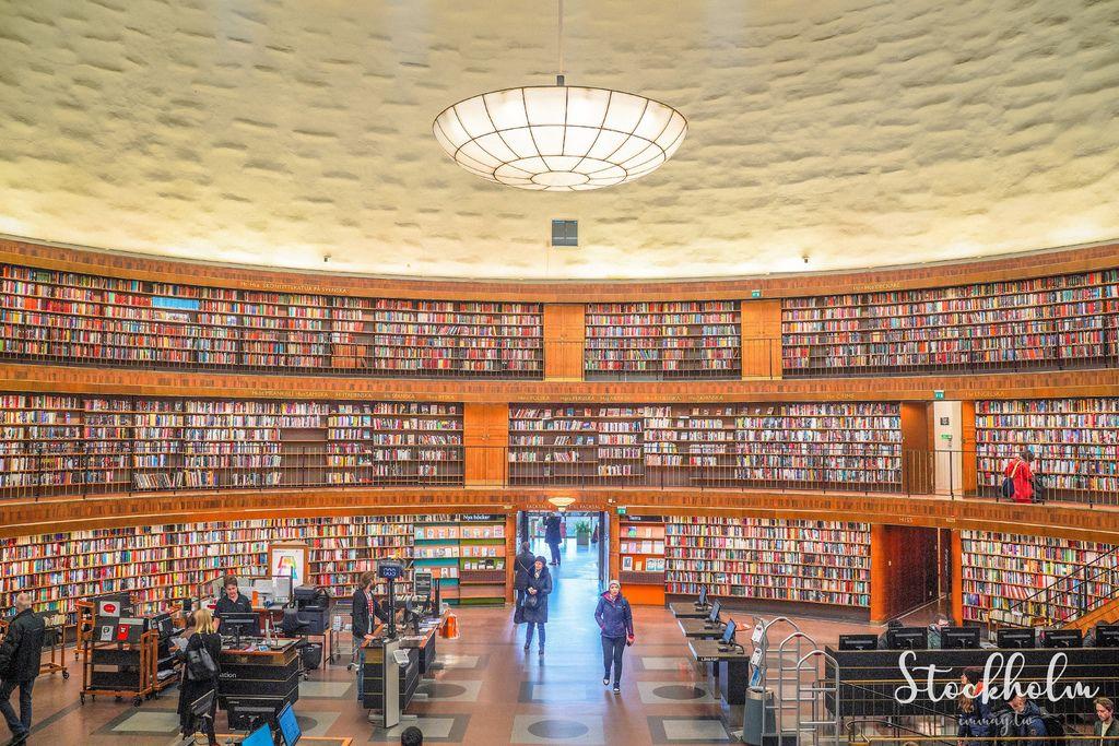 瑞典、瑞德哥爾摩景點推薦 | 瑞典最美的圖書館之一「斯德哥爾摩公共圖書館 Stockholms Stadsbibliotek」。像似羅馬競技場的閱讀場所 @偽日本人May.食遊玩樂