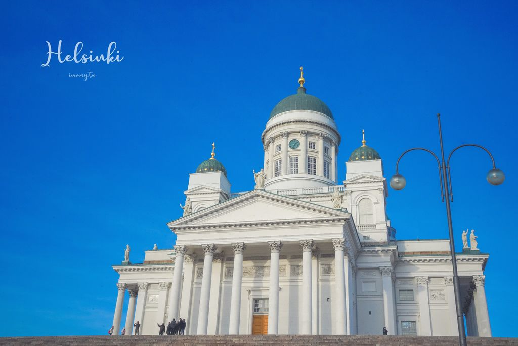 芬蘭、赫爾辛基 | 座落在參議院廣場旁的地標性建築物、純淨潔白的「赫爾辛基主教座堂 ( Helsinki Cathedral )」| 近集市廣場、赫爾辛基三大教堂 @偽日本人May.食遊玩樂