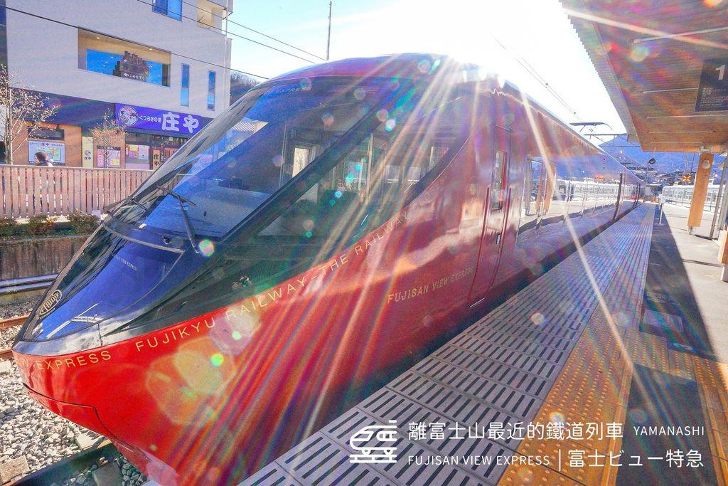 日本鐵道旅行 | 離富士山最近的鐵道列車 「富士ビュー特急」富士山景觀特急列車 ( FUJISAN VIEW EXPRESS ) | 美的讓人以為在咖啡店、實際搭乘記錄 ( 河口湖-大月 )、預約方式、車次時間 @偽日本人May.食遊玩樂