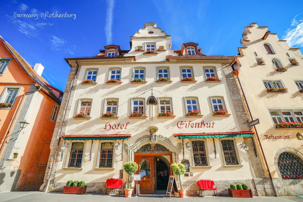 德國、羅騰堡 | 夢幻的中世紀童話小鎮裡,地點絕佳的住宿推薦「 埃森胡特酒店 (Hotel Eisenhut)」| 浪漫城堡風格房間、房價便宜 @偽日本人May.食遊玩樂